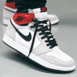 "Nike Unionコラボを彷彿とさせる Air Jordan 1 High OG ""Light Smoke Grey"" が発売!抽選"